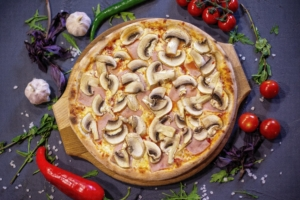 Пицца с ветчиной и грибами - Зерна Королев